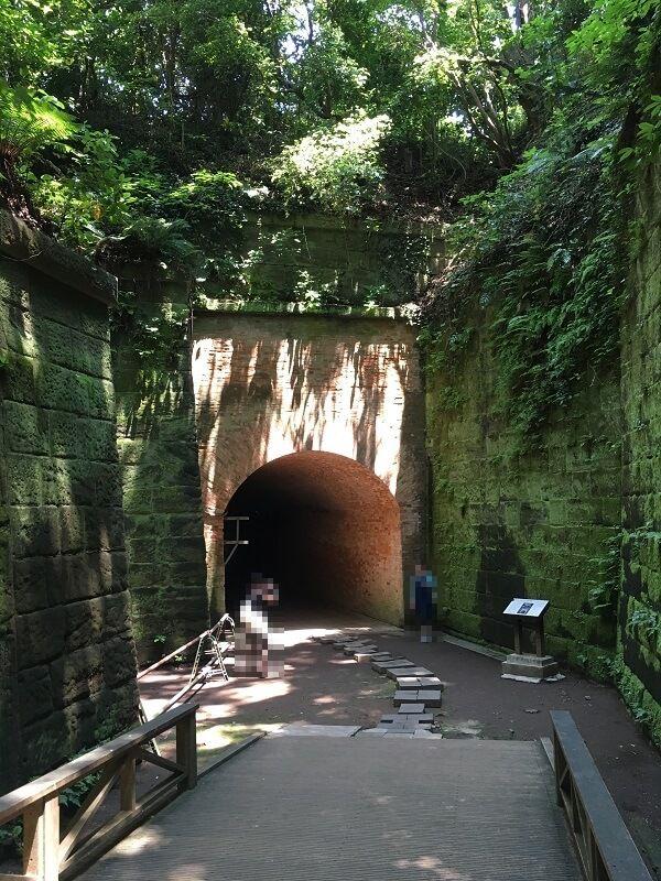 猿島_レンガ造りのトンネル_愛のトンネル1