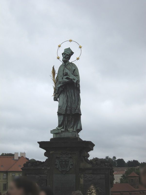 チェコ プラハ カレル橋 聖ヤン・ネポムツキー像