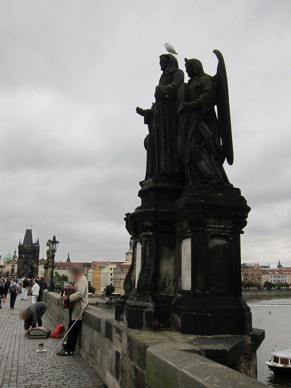 チェコ プラハ カレル橋 鳥1