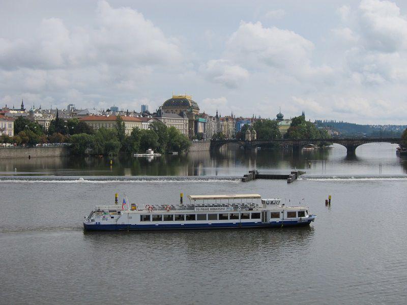 チェコ プラハ カレル橋からヴルタヴァ川(モルダウ川)