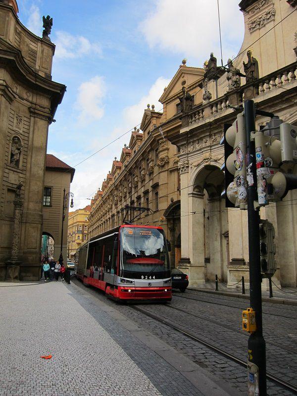 チェコ プラハ トラム(路面電車)