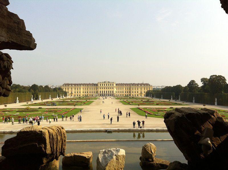 オーストリア ウィーン シェーンブルン宮殿 ネプチューンの泉の裏からの景色