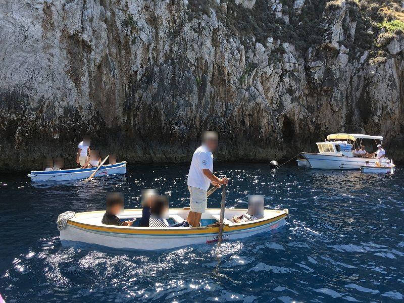 イタリア カプリ島 青の洞窟 ボート