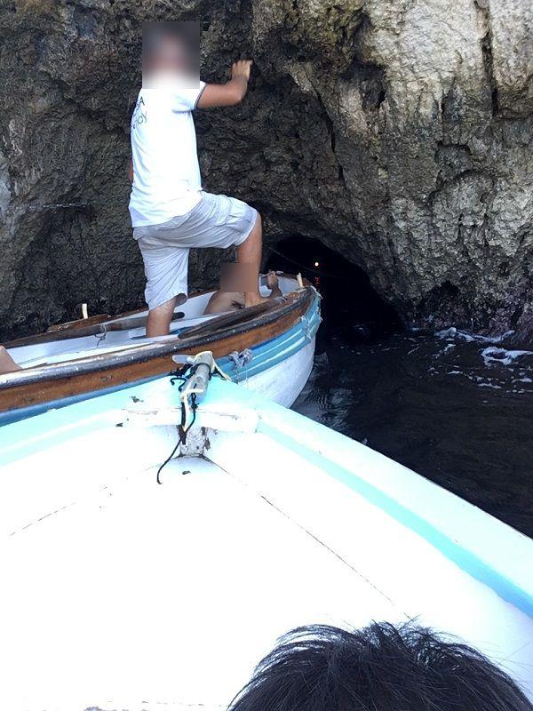 イタリア カプリ島 青の洞窟 ボートで入るところ1