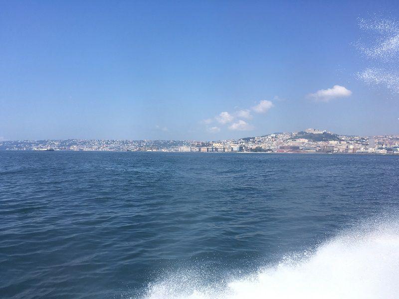 イタリア カプリ島 大型船からの眺め イタリア本島