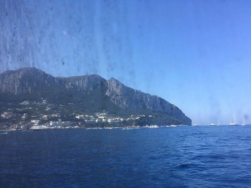 イタリア カプリ島 大型船からの眺め カプリ島