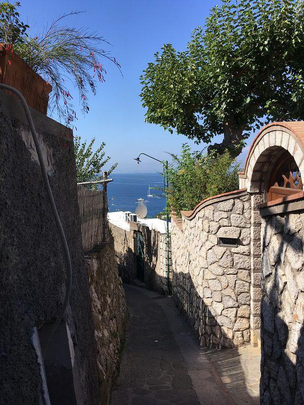 イタリア カプリ島 ウンベルト1世広場への坂道4