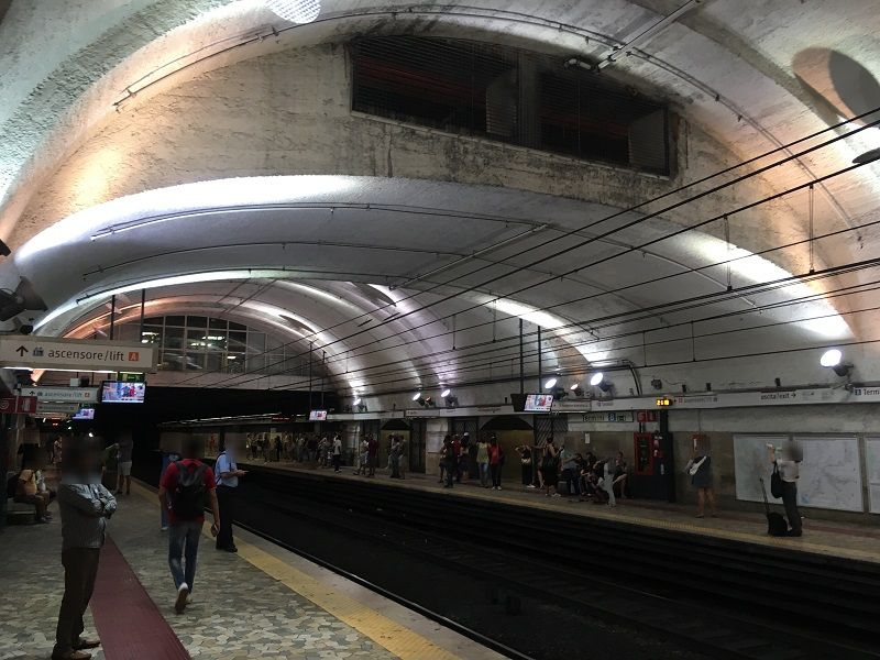 イタリア ローマ 地下鉄 ホーム