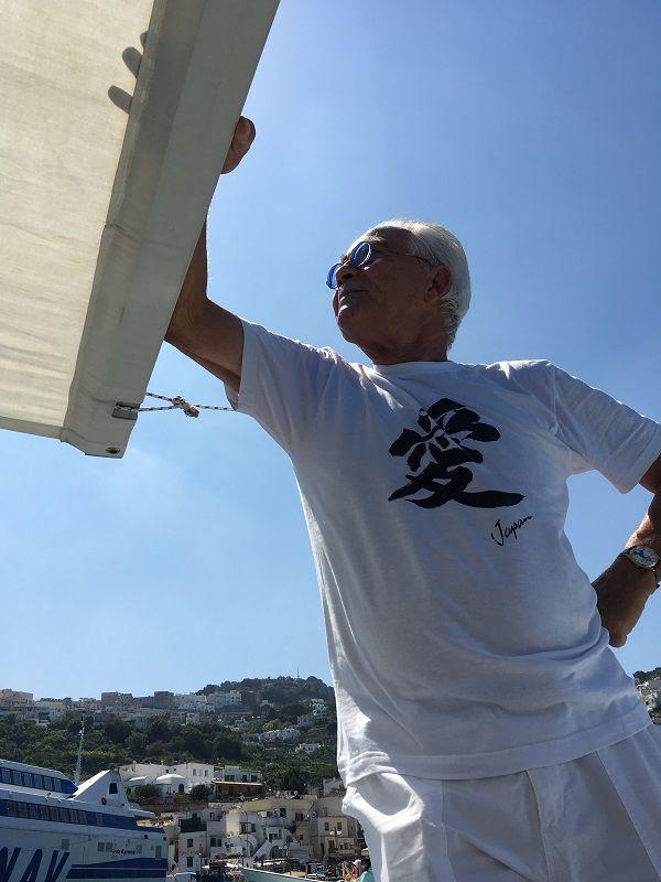 イタリア カプリ島 青の洞窟への小型船のイケメン 愛 Japan