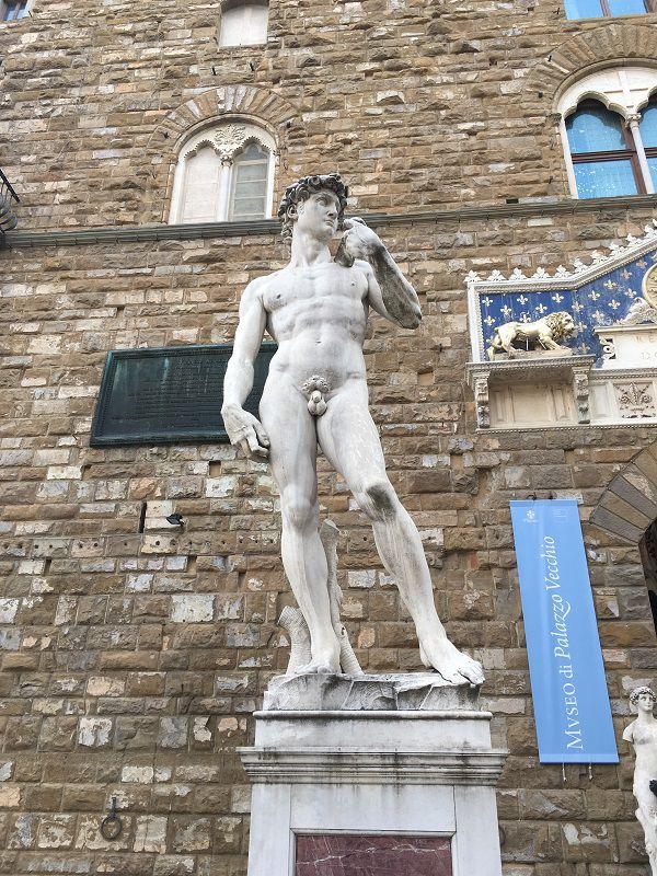 イタリア フィレンツェ シニョリーア広場 ダヴィデ像 レプリカ