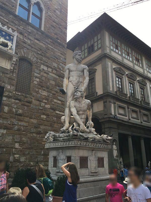 イタリア フィレンツェ シニョリーア広場 SMプレイ像