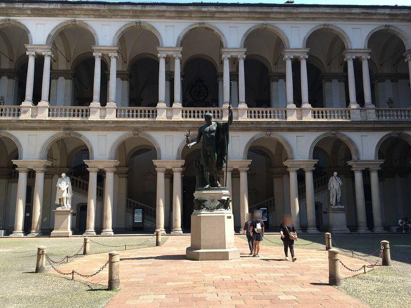 イタリア ミラノ ブレラ美術館 中庭