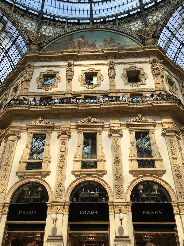イタリア ミラノ ヴィットーリオ・エマヌエーレ2世のガッレリア PRADA 本店