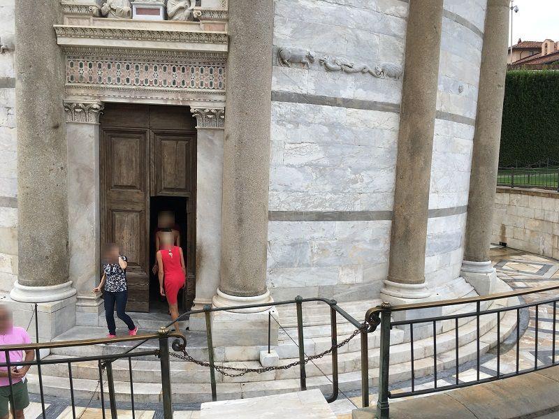 イタリア ピサの斜塔 入口
