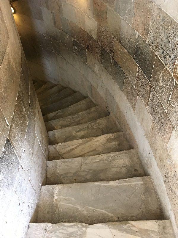 イタリア ピサの斜塔 階段