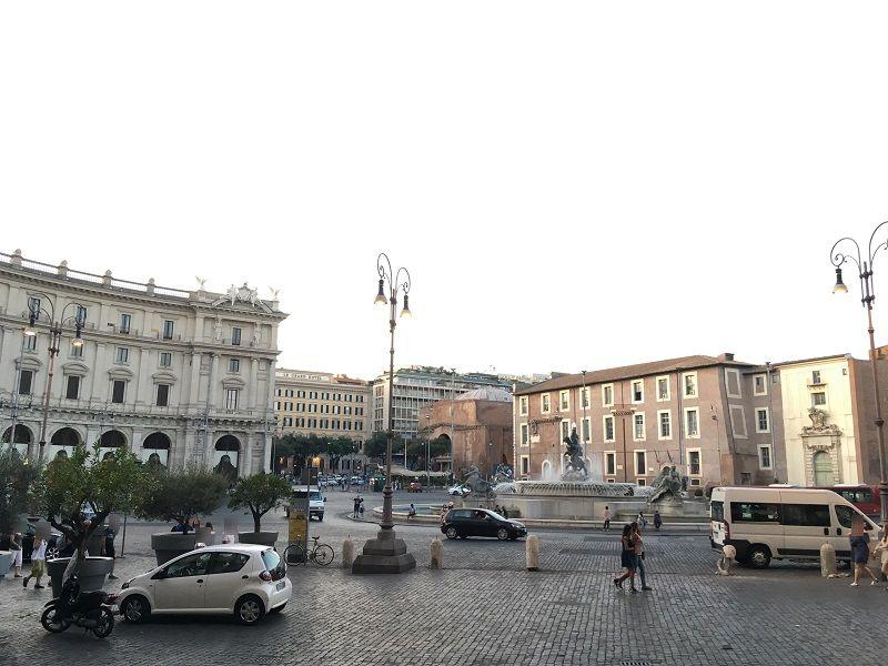 イタリア ローマ 共和国広場 ナイアディの噴水