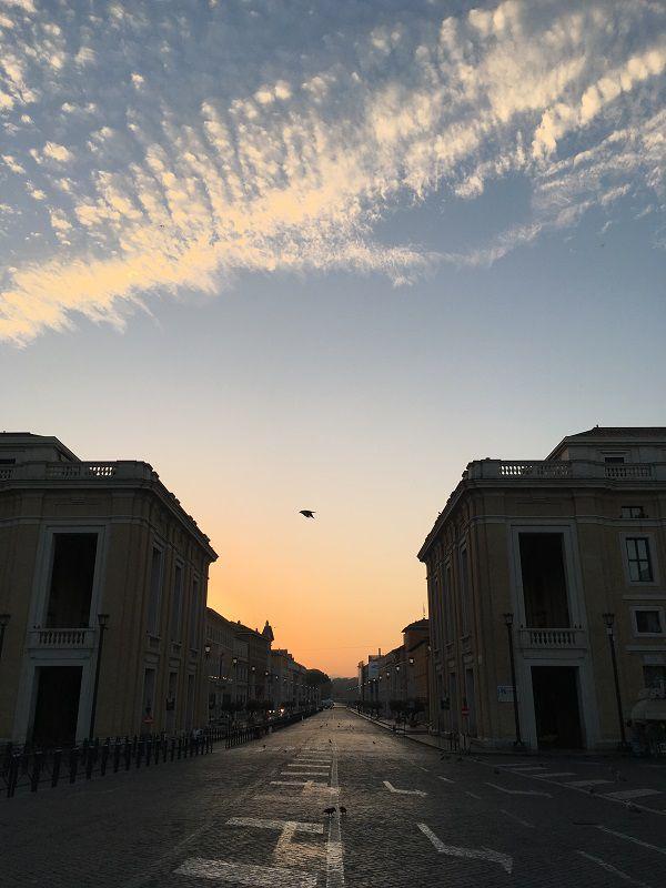 イタリア ローマ バチカン市国方面からの道路の眺め