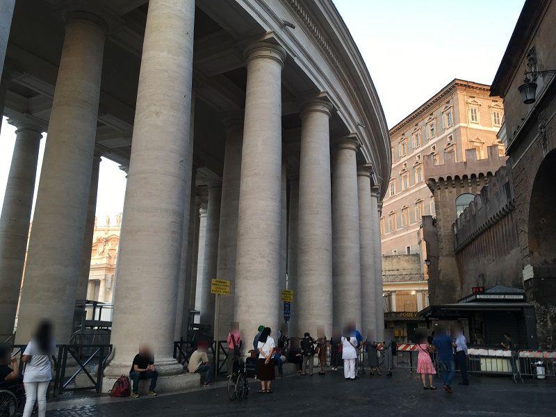 イタリア ローマ バチカン市国 サン・ピエトロ大聖堂の早朝入場待ち