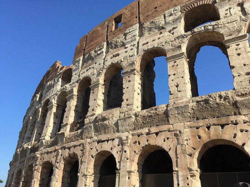 イタリア ローマ コロッセオ 壁の穴