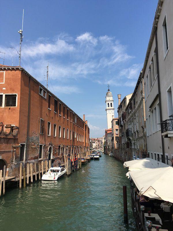 イタリア ヴェネツィア 斜めっている建物