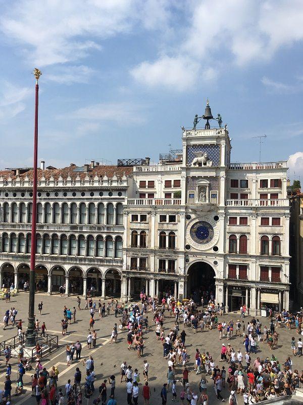 イタリア ヴェネツィア サン・マルコ寺院からの眺め 時計塔