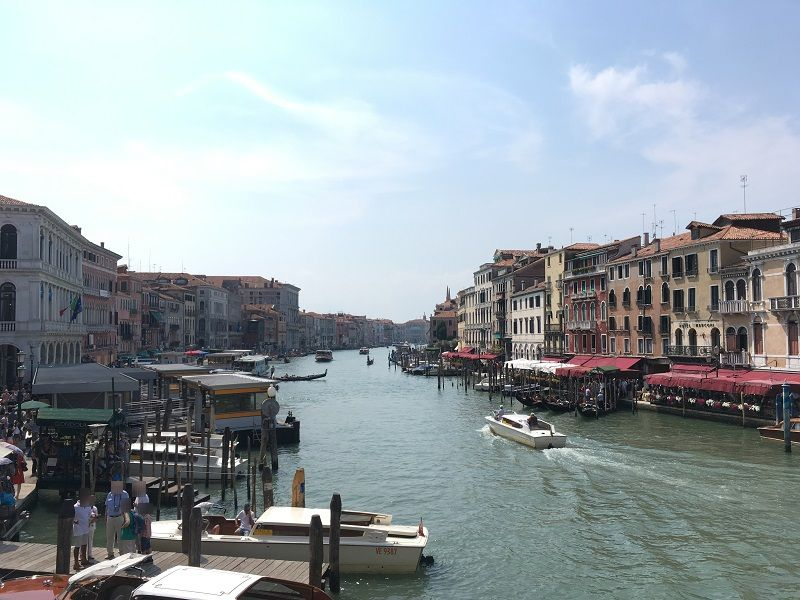イタリア ヴェネツィア リアルト橋からの眺め