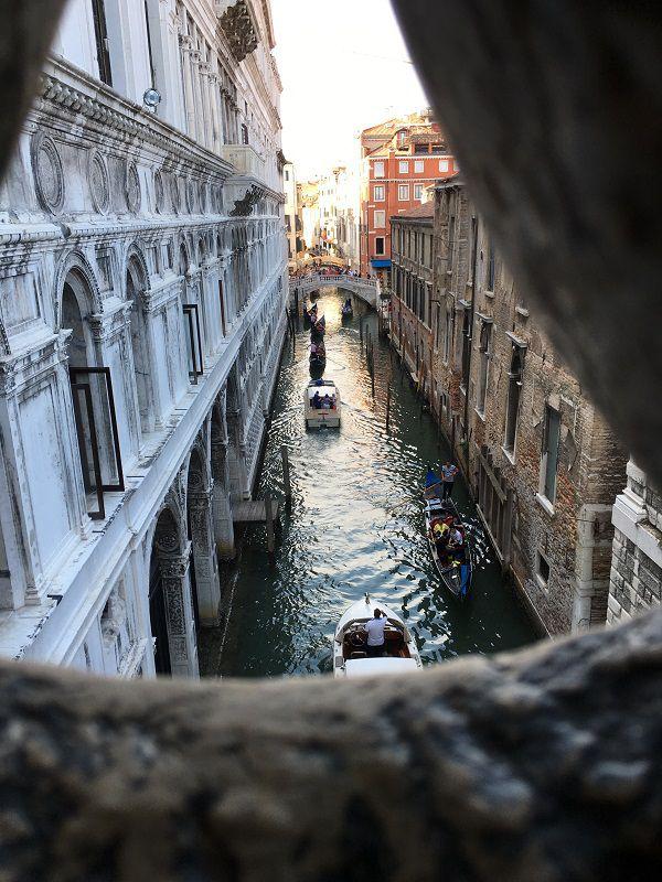 イタリア ヴェネツィア ドゥカーレ宮殿 ため息橋からの眺め1