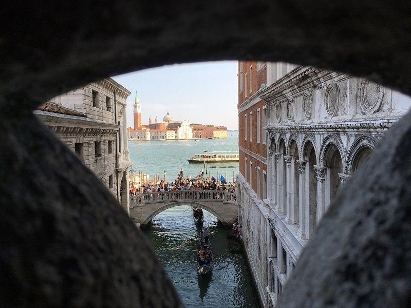 イタリア ヴェネツィア ドゥカーレ宮殿 ため息橋からの眺め2
