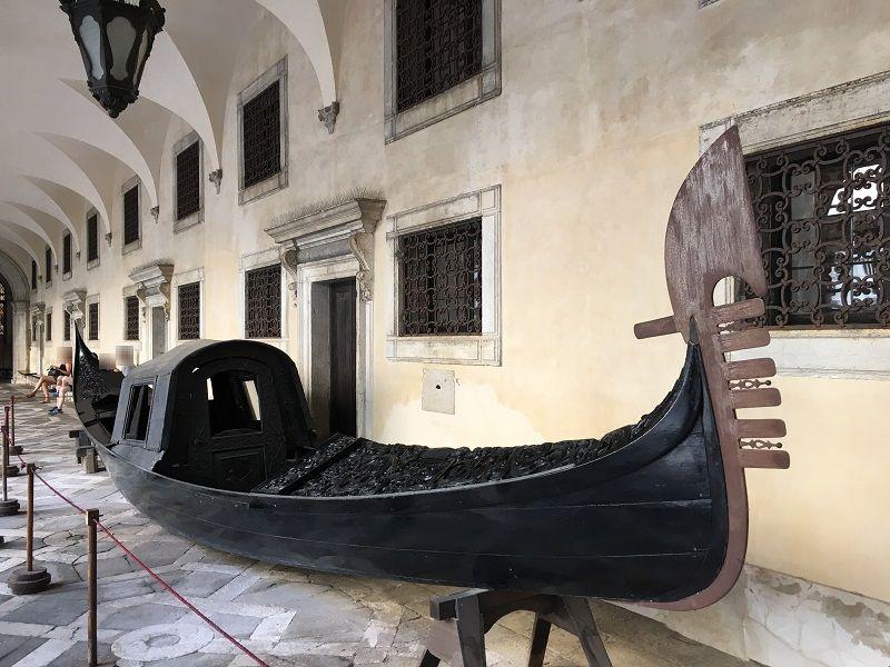 イタリア ヴェネツィア ドゥカーレ宮殿 ゴンドラ
