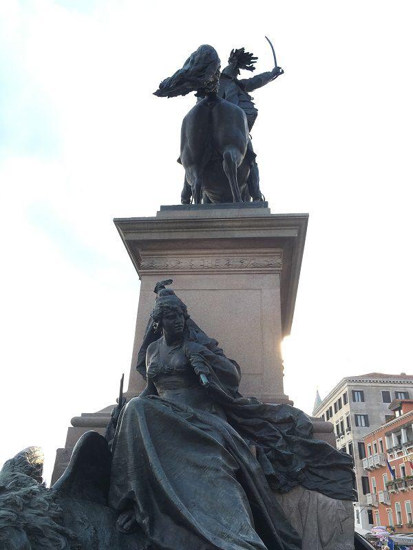 イタリア ヴェネツィア バルトロメーオ・コッレオーニ 騎馬像