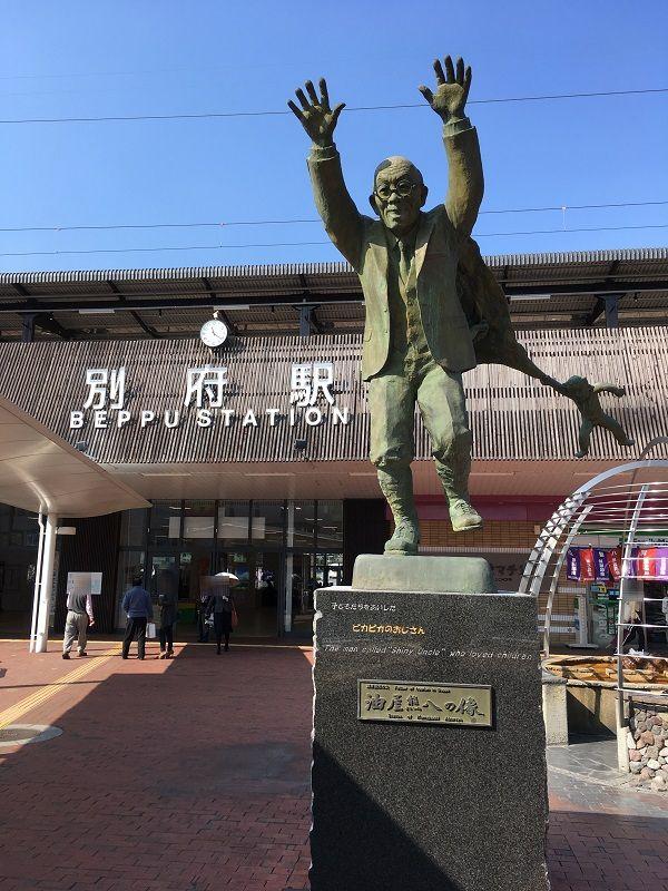 別府温泉 別府駅 油屋熊八の像