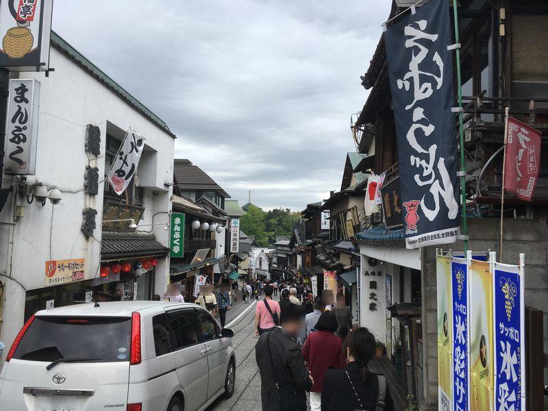 成田山新勝寺 表参道 自動車