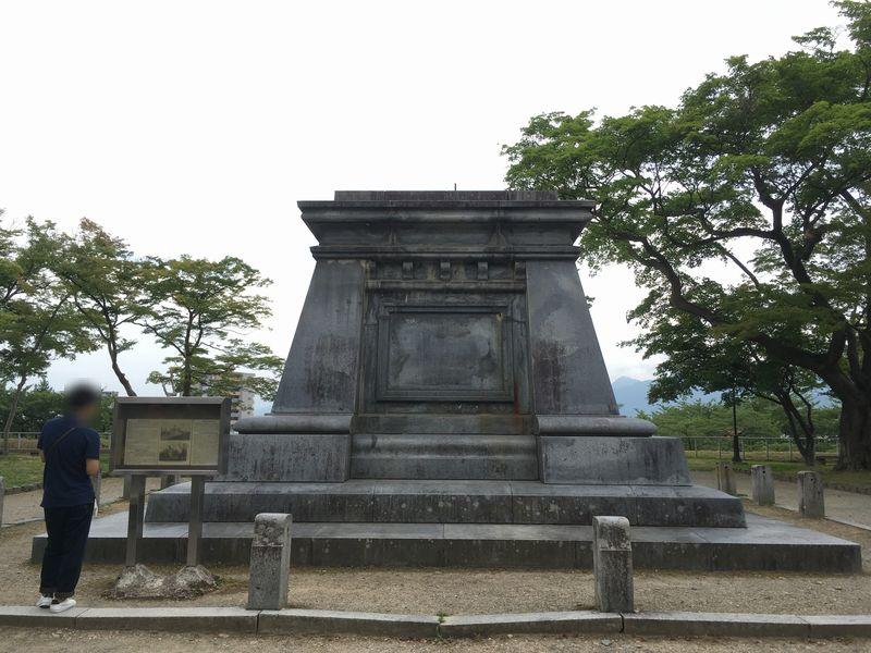 盛岡城跡公園 南部利祥中尉銅像台座