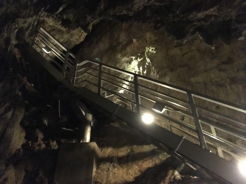 龍泉洞 鍾乳洞 三原峠への階段