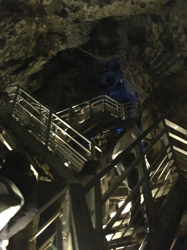 龍泉洞 鍾乳洞 出口への階段