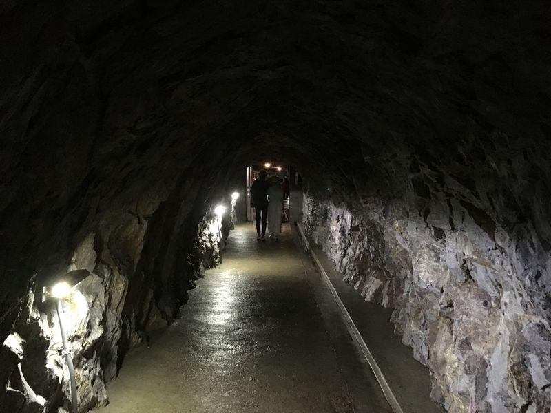 龍泉洞 鍾乳洞 トンネル 出口