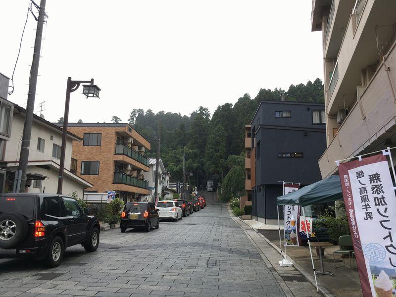 仙台 瑞鳳殿の入り口前の道