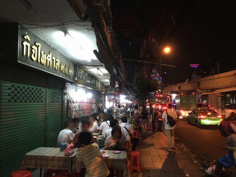 タイ バンコク 道 飲食店 テーブル
