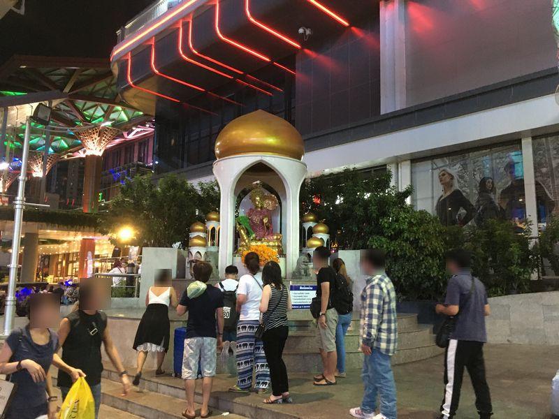 タイ バンコク ほこら 街中