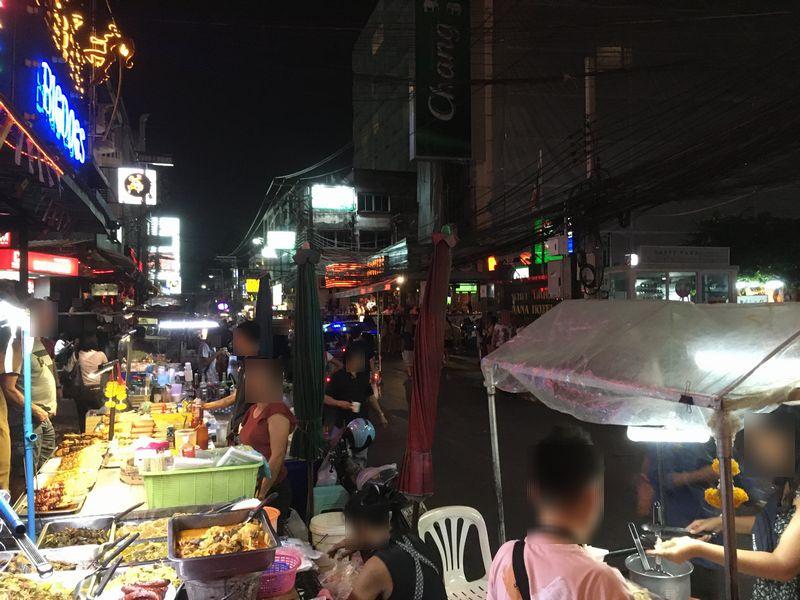 タイ バンコク ナナプラザの通り スクンビット 屋台