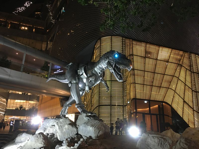 タイ バンコク 恐竜 ティラノサウルス ロボット