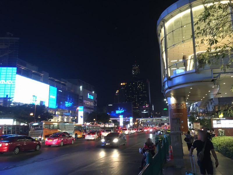 タイ バンコク 道路 夜