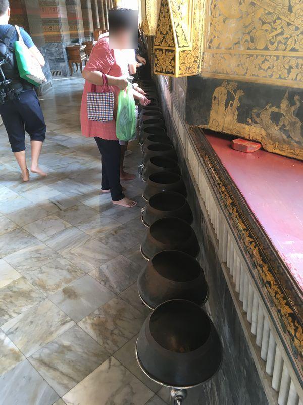 タイ バンコク ワット・ポー 釈迦仏堂 108個 鉢 壺 サタン硬貨