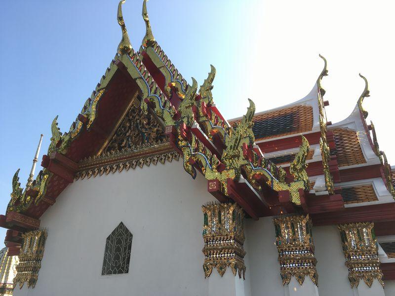 タイ バンコク ワット・ポー 屋根 飾り キラキラ