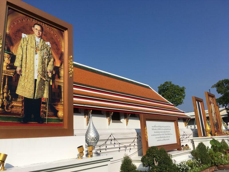 タイ バンコク ラーマ9世 プミポン国王 肖像画