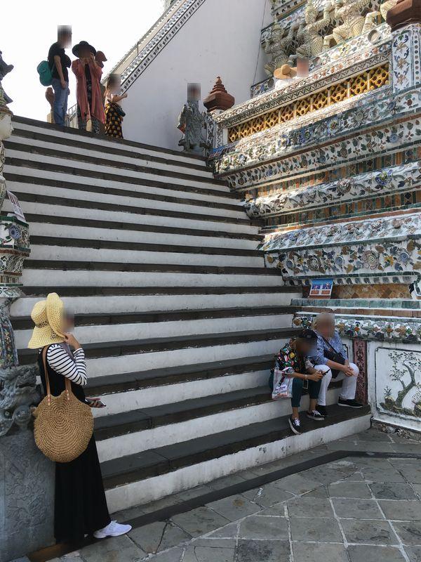 タイ バンコク ワット・アルン 大仏塔 急な階段