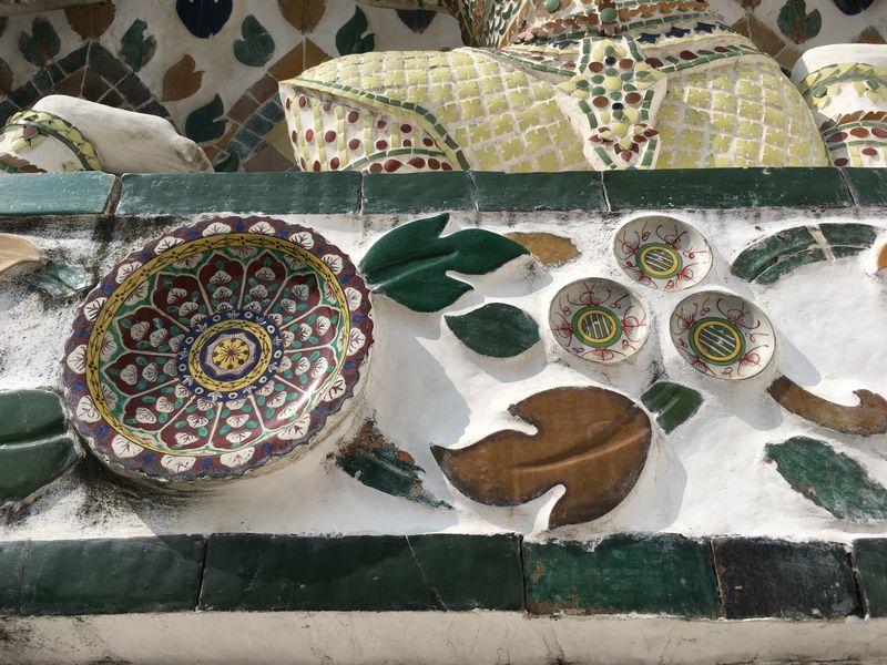 タイ バンコク ワット・アルン 大仏塔 陶器