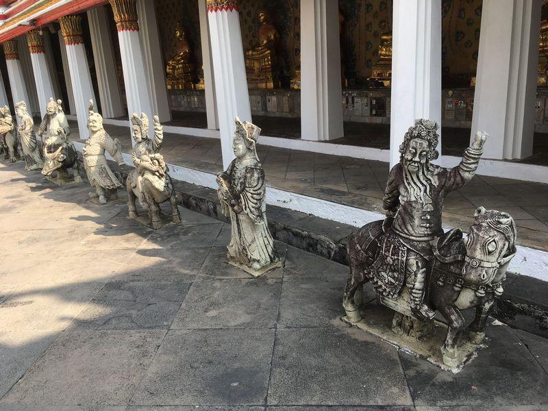 タイ バンコク ワット・アルン 本堂 石像