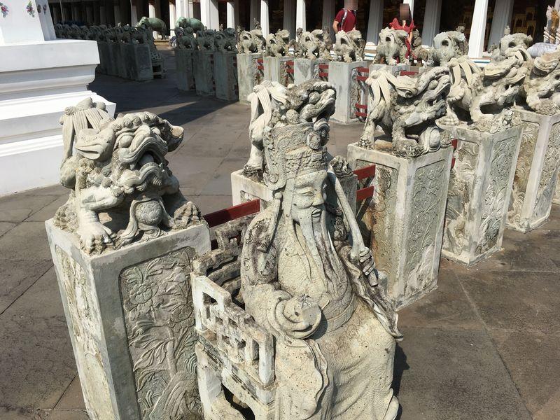 タイ バンコク ワット・アルン 本堂 石像 シンハー