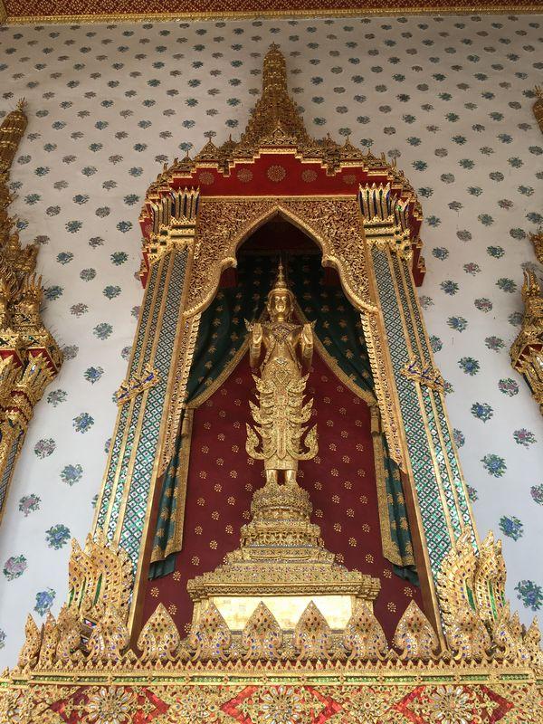 タイ バンコク ワット・アルン 本堂 仏像 装飾